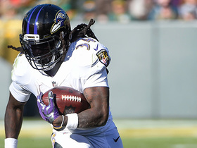 Alex Collins breaks tackles, picks up 21 yards on short dump pass