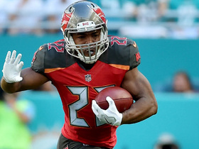 Doug Martin takes screen pass for 30-yard gain