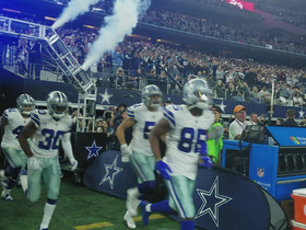 Cowboys get hyped up running onto field before Sunday Night Football