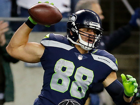 Watch: Jimmy Graham boxes out De'Vondre Campbell for TD catch
