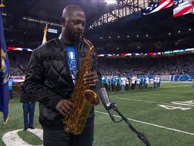 Saxophonist Mike Phillips opens Vikings-Lions in style with anthem