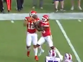 Albert Wilson and Tyreek Hill attempt to catch the same screen pass