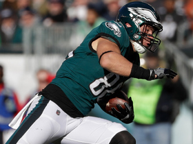 Zach Ertz hauls in 22-yard catch from Carson Wentz