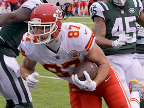 Travis Kelce catches short pass, races 32 yards downfield