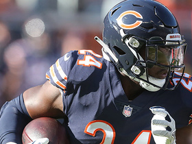 Jordan Howard powers his way up the middle for a 14-yard gain