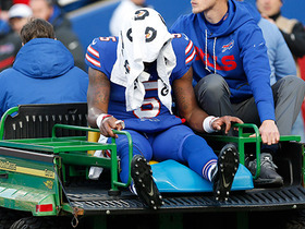 Tyrod Taylor gets carted to locker room