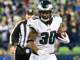 Corey Clement gains 23 yards on catch and run