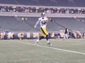 Antonio Brown warms up in uniform before MNF vs. Bengals