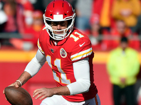Alex Smith takes off for 16-yard gain