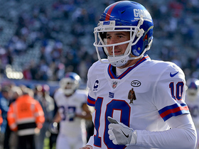 Eli Manning receives standing ovation before his first snap