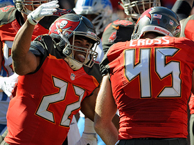 Doug Martin plows in for 1-yard TD