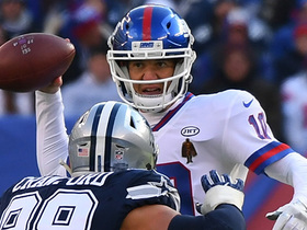 Watch: Eli avoids pressure, lofts it to wide open Engram for 35 yards