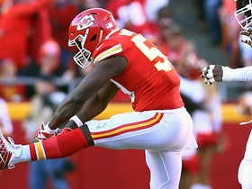 Justin Houston flexes after Chiefs' fifth sack of game