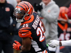 Giovani Bernard turns on the jets and picks up 27 yards