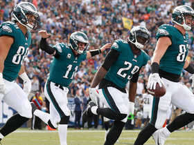 Eagles flock together! Brent Celek leads flying team celebration after TD