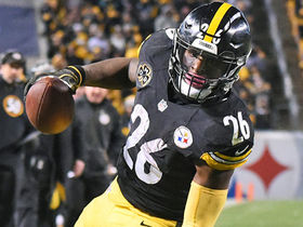 Watch: Le'Veon Bell shows off signature patience, sprints for crucial TD