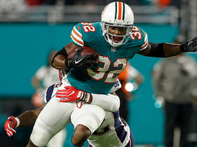 Kenyan Drake finds gap at the line, races for 26-yard gain