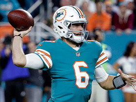 Cutler throws strike to Stills to convert on third down