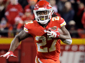 Watch: Kareem Hunt rushes past defenders for a 21-yard gain