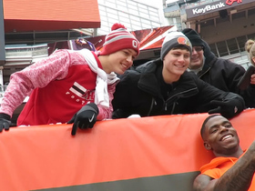 Watch: Josh Gordon signs autographs before game vs. Ravens
