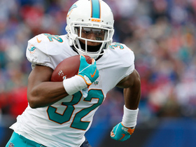 Kenyan Drake cuts his way to a 19-yard gain