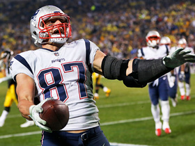Gronk pulls off incredible shoestring catch for 17 yards