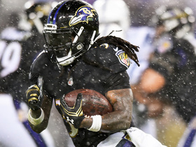 Joe Flacco shows off wheels, hits Alex Collins on run for 15-yard sliding catch
