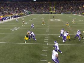 Adam Thielen breaks free for 21-yard catch