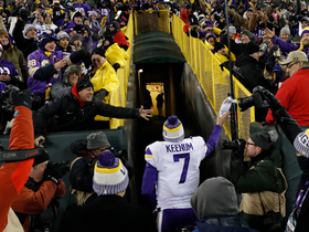 Vikings fans begin 'Skol' chant at Lambeau Field