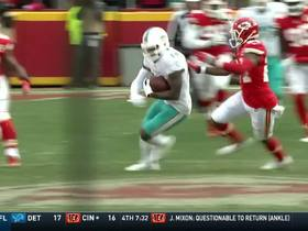 Jarvis Landry beats Darrelle Revis for 21-yard catch over middle