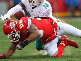 Derrick Johnson does push-ups on sideline after dropping would-be interception