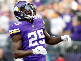 Latavius Murray somehow stays upright for goal-line TD