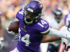 Stefon Diggs eludes defenders on 26-yard catch-and-run
