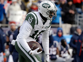 Jermaine Kearse gains 24 yards on the catch-and-run