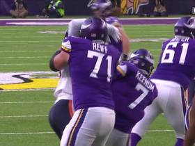 Sam Acho flexes on Riley Reiff after beating him for a sack