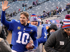 Eli Manning hailed with cheers as he runs off the field