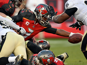 Jameis Winston scrambles up middle for 1-yard TD