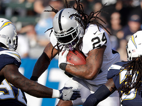 Marshawn Lynch bulldozes for 15-yard run