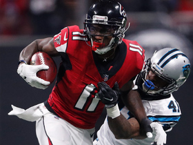 Julio Jones spins away from a defender and picks up 27 yards
