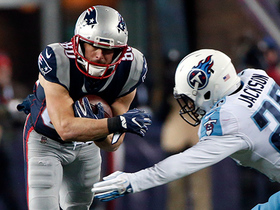 Watch: Tom Brady has all day to throw, finds Danny Amendola for 25 yards
