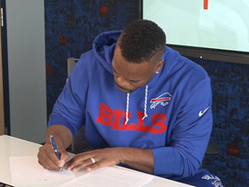 Watch: Fred Jackson signs one-day contract to retire as member of Bills