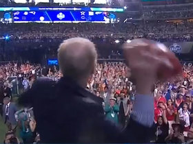 Watch: Staubach launches football in commencement of 2018 NFL Draft