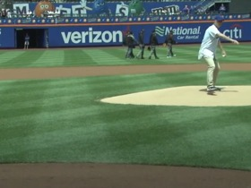 Watch: Pat Shurmur's first pitch at Mets game is off target