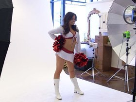 Watch: Cheerleader Photo Shoot - Behind The Scenes