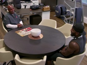 Watch: 'Hard Knocks': Dez meets with Hue Jackson, Browns players