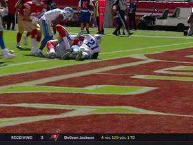 Watch: Garrett Celek muscles through two defenders into the end zone