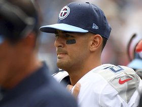Watch: Marcus Mariota dealing with numbness in fingers