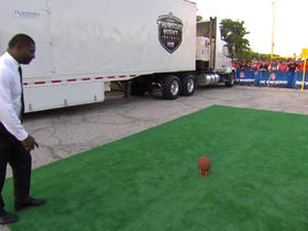 Watch: 'NFL GameDay' crew competes in field goal kicking contest before 'TNF'