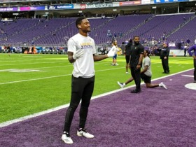Watch: Stefon Diggs plays catch with fans during pregame