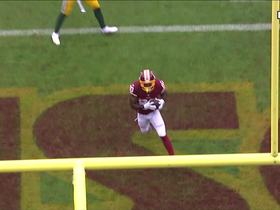 Watch: Alex Smith squeezes the ball in between defenders to Crowder for TD